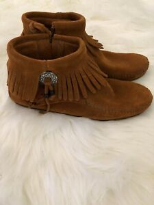 Minnetonka Women's Concho/Feather Ankle Boots Side Zip Brown Suede Size 7