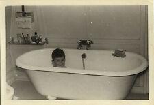 PHOTO ANCIENNE - VINTAGE SNAPSHOT - ENFANT BAIN BAIGNOIRE TOILETTE DRÔLE - BATH