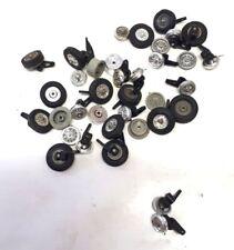 O8) gros lot de pneus et jantes divers pour restauration circuit routier jouef
