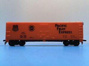 """HO Scale """"Pacific Fruit Express"""" PFE 77678 40' Reefer Freight Train Car 1/4"""