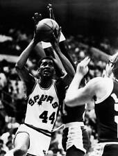 George Gervin Of The San Antonio Spurs Drives OLD BASKETBALL PHOTO