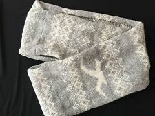 HOLLISTER GRAY AND WHITE INFINITY SCARF