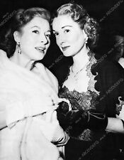 8b20-15659 candid Greer Garson out with friend 8b20-15659