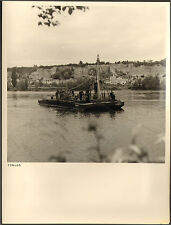 37 ROCHECORBON  GRANDE PHOTO POSE CABLE TELEPHONE TRAVERSEE LOIRE BARGE 1955