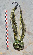 Collier pectoral réglable, métal frappé et cordon coloré tons vert - jaune,