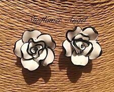 Arcilla Polimérica Negro y Blanco Rosa Pendientes, hecho a mano, perforado o clip.