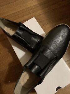 Hush Puppies Ladies Black Shoe 8.5 NWB