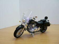 Moto YAMAHA ROAD STAR SILVERADO noir 2001 1/18