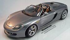 Porsche Carrera GT Cabrio im Maßstab 1:18 Modellauto von Maisto auf Standplatte