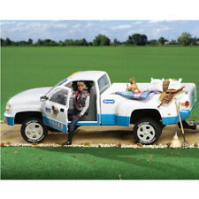 'Breyer Dually Truck - Traditional Series 2016' from the web at 'https://i.ebayimg.com/thumbs/images/g/UXwAAOSwvtFZw7LE/s-l225.jpg'