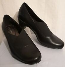 NWB Easy Spirit Catava Slip On Black Leather Medium Heel Pump Shoes size 7.5