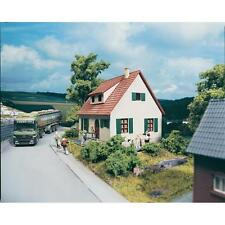 PIKO HO SCALE ~ SUBURBAN HOUSE ~ plastic model kitset #61826