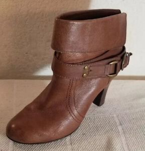 Kelly & Katie Wmn Sz 9M Brown Leather Julia Heeled Booties Ankle Boots