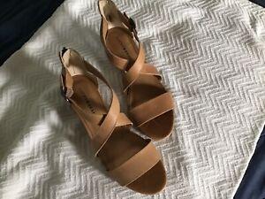 Lucky Brand sandals 9.5 medium tan