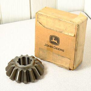 New John Deere W41884 15 Tooth Gearbox Bevel Gear