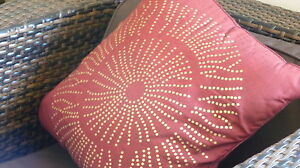 Decorative Cushion - Pillow - Red - Gold -