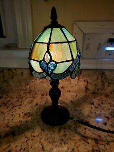 "Vintage Tiffany Style 12"" High Small Table Lamp 25w Beautiful"