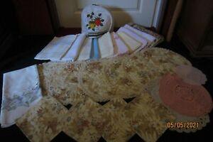 alte Tischwäsche KONVOLUT- Deckchen Mitteldecken Läufer Und anderes 69 Teile
