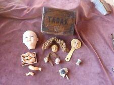 cabinet de curiosités,visages de poupées et 3 tetes porcelaine dont 1 japonaise