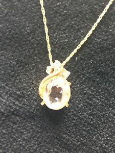9 Carat Gold Swarovski Crystal Necklace. 35cm Length.