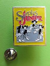 288 - Pin's - Surplus Junior - Vêtements - Mode - Habillement