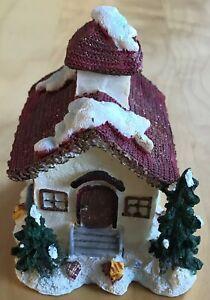 Dekoratives schönes Weihnachtshaus - Winterhaus - Nikolaus - Deko