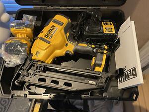 DeWalt DCN660P2 18v XR Li-ion Brushless Second Fix Nailer Nail Gun 2 5Ah Charger