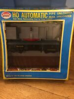 Model Power HO scale automatic pipe/mail unloader Sealed In Box