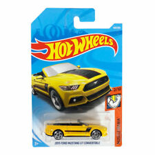 Hot wheels 2015 Ford Mustang GT Convertible Muscle Mania 2/10