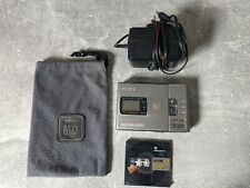 Sony MZ-R30 Personal MiniDisc Player Recorder  w/ Disc, Bag and Charger