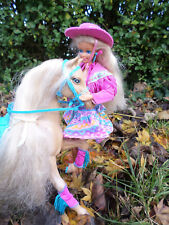 Poupée Barbie western fun 1966 et son cheval cow-boy