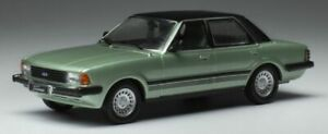1:43rd FORD CORTINA TAUNUS GHIA diecast model road car green 1983 IXO CLC363
