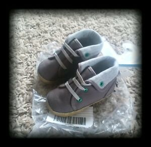 GYMBOREE Grey CRIB SHOES size 4 Soft Sole NEW WITH TAGS Retail $21.95