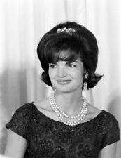 Jackie Kennedy UNSIGNED photograph - L4036 - In 1962 - NEW IMAGE!!!!