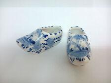 Zapatos en miniatura de porcelana Delft Azul Holanda. Decorados a mano.