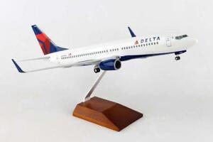 SKYMARKS SUPREME DELTA 737-800 1/100 W/GEAR & WOOD STAND NC | BN | SKR8206