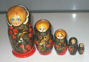 Vintage Traditional Russian Matryoshka  Wooden Nesting Dolls 5 Doll Set VGC