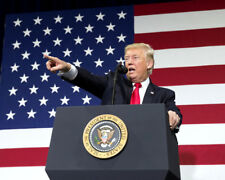 Donald Trump UNSIGNED photo - K9337 - At Missouri tax reform kickoff event