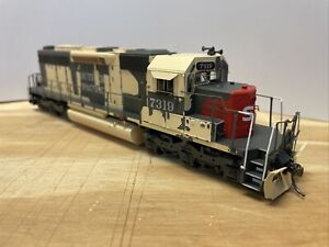 Athearn HO Scale Southern Pacific - Desert Storm SD40 #7319 - DCC/Econami Sound