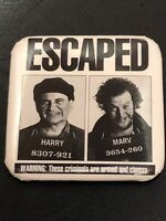 """1992 Home Alone 2 Movie Promo Pin Badge Harry Marv """"Escaped"""" Promotional Button"""