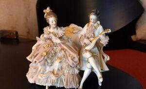 Krone Dresden Porzellanfigur Tüll musizierend Mann + Dame auf Bank Rokoko Stil