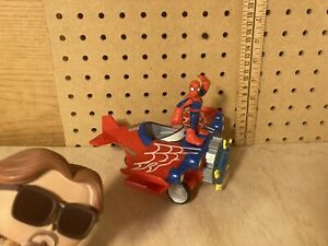 Marvel Playskool Heroes Stunt Wing Spider Plane 2011 w/ Spider-Man Figure
