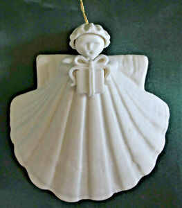 Margaret Furlong Porcelain 3 inch Angel with Gift in Box 1991