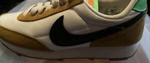 Nike Daybreak Youth Size 5.5 Wheat And White With Back