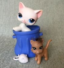 Littlest Pet Shop #64 White shorthair Standing cat blue eyes Lps w/ accessory