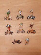 Preiser 6 Fahrradfahrer & 1 Moped