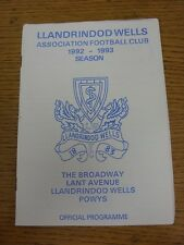 29/08/1992 Llandrindod Wells V Builth Wells [galés Taza]. buen estado salvo que