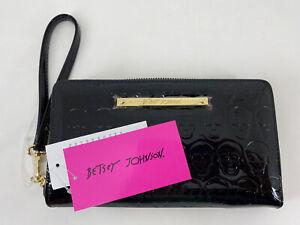 Betsy Johnson Skull Zip Around Wristlet Wallet Clutch Black Patent Shiny NWT