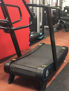 Curved treadmill R900 - Neon Blue Stripe