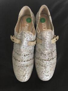 MJUS Women's Silver Derby Shoes Size 4